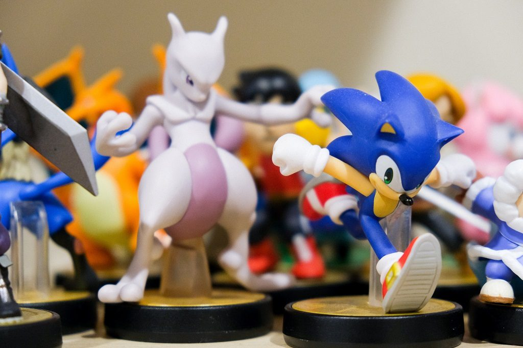 Miniatures of Mewtwo and Sonic.