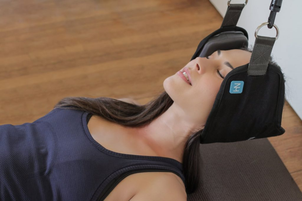 Neck-Hammock-Pain-Relieving-Device-02